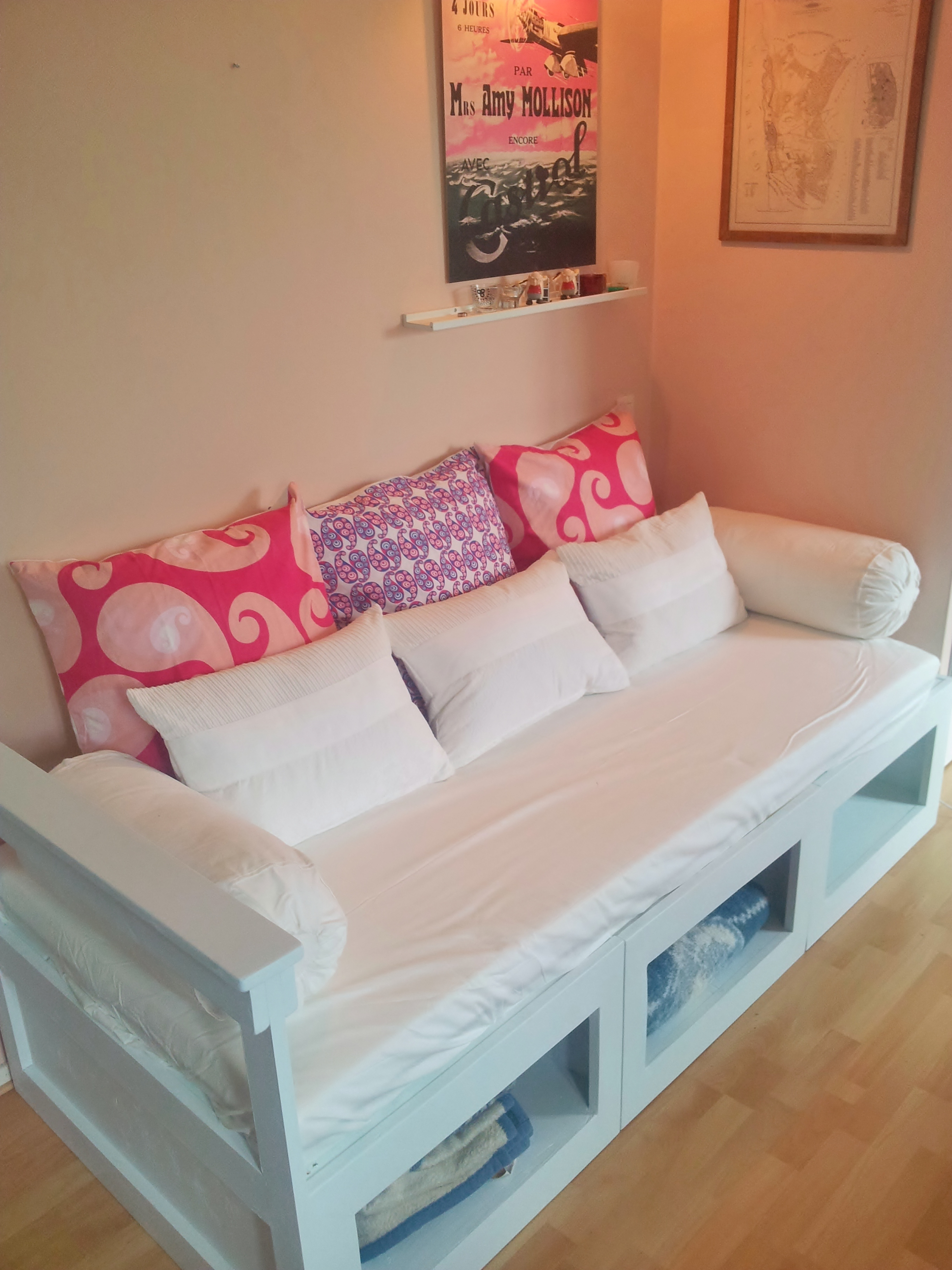 Beautiful daybed with storage for small bedroom design with full size daybed with storage
