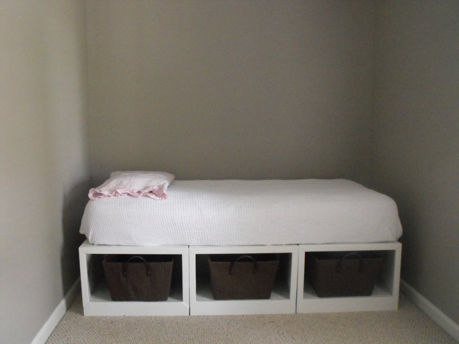 Cute daybed with storage for small bedroom design with full size daybed with storage