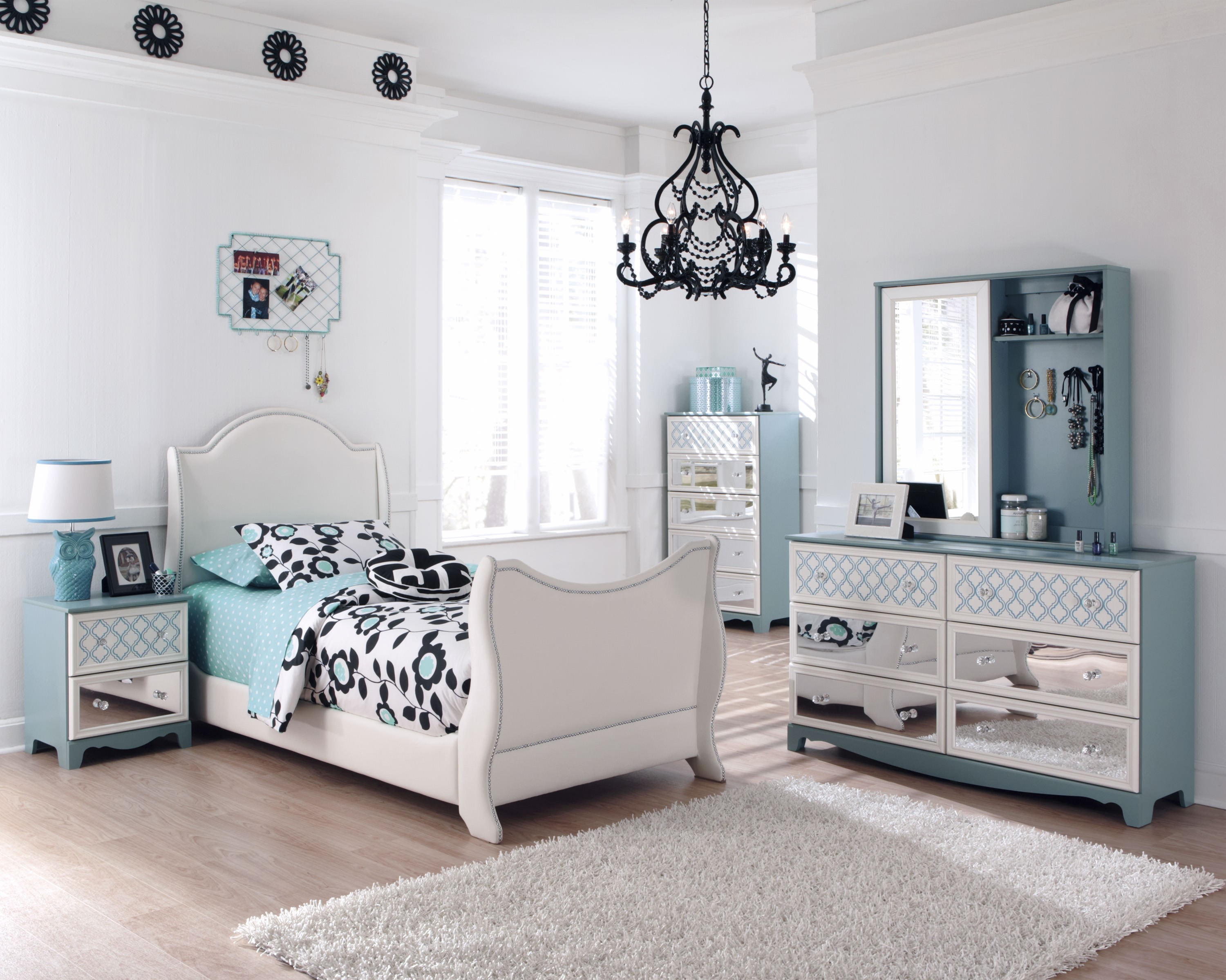 Decorating Mirrored Nightstand Amelie Mirrored Hall Chest with regard to Mirrored Chest Cheap - Tranding