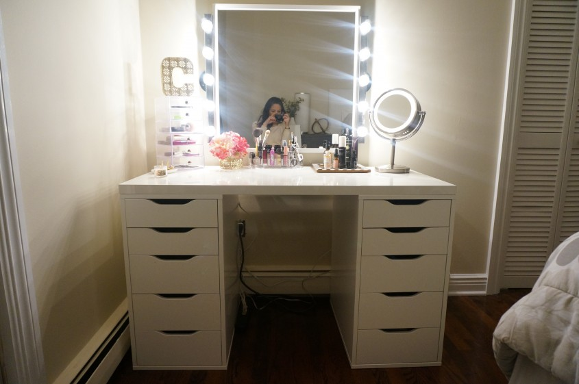 Classic Brown Varnished Wooden Make Up Vanity With Oval Wall With Regard To Mirrored Makeup Vanity