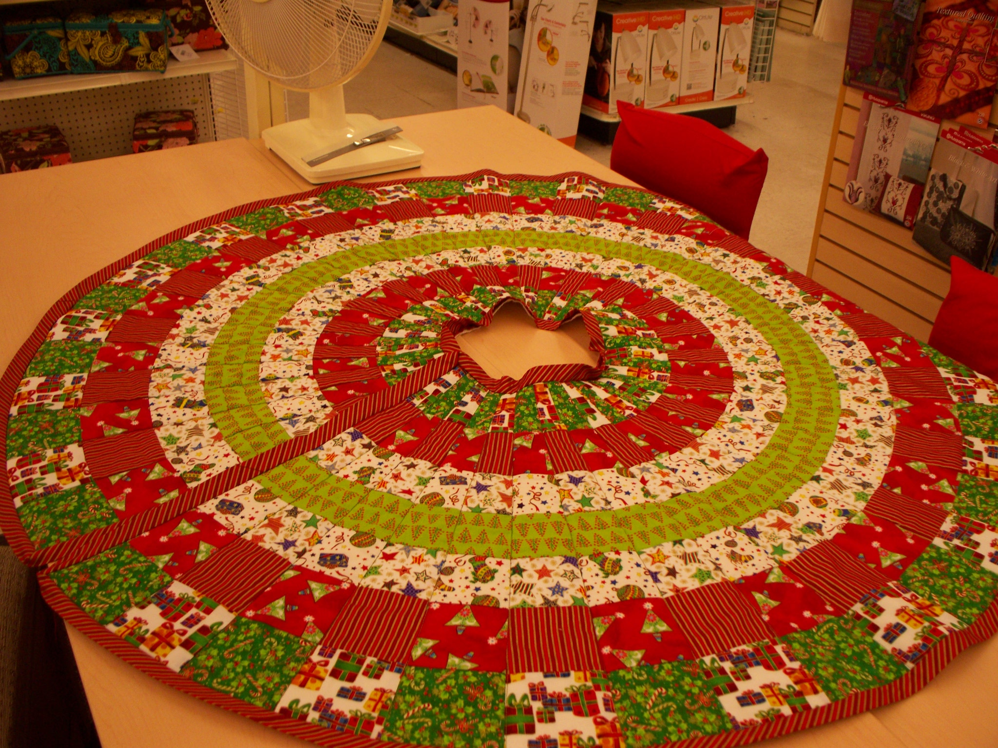 Chic christmas tree skirts for christmas ideas with christmas tree skirt pattern