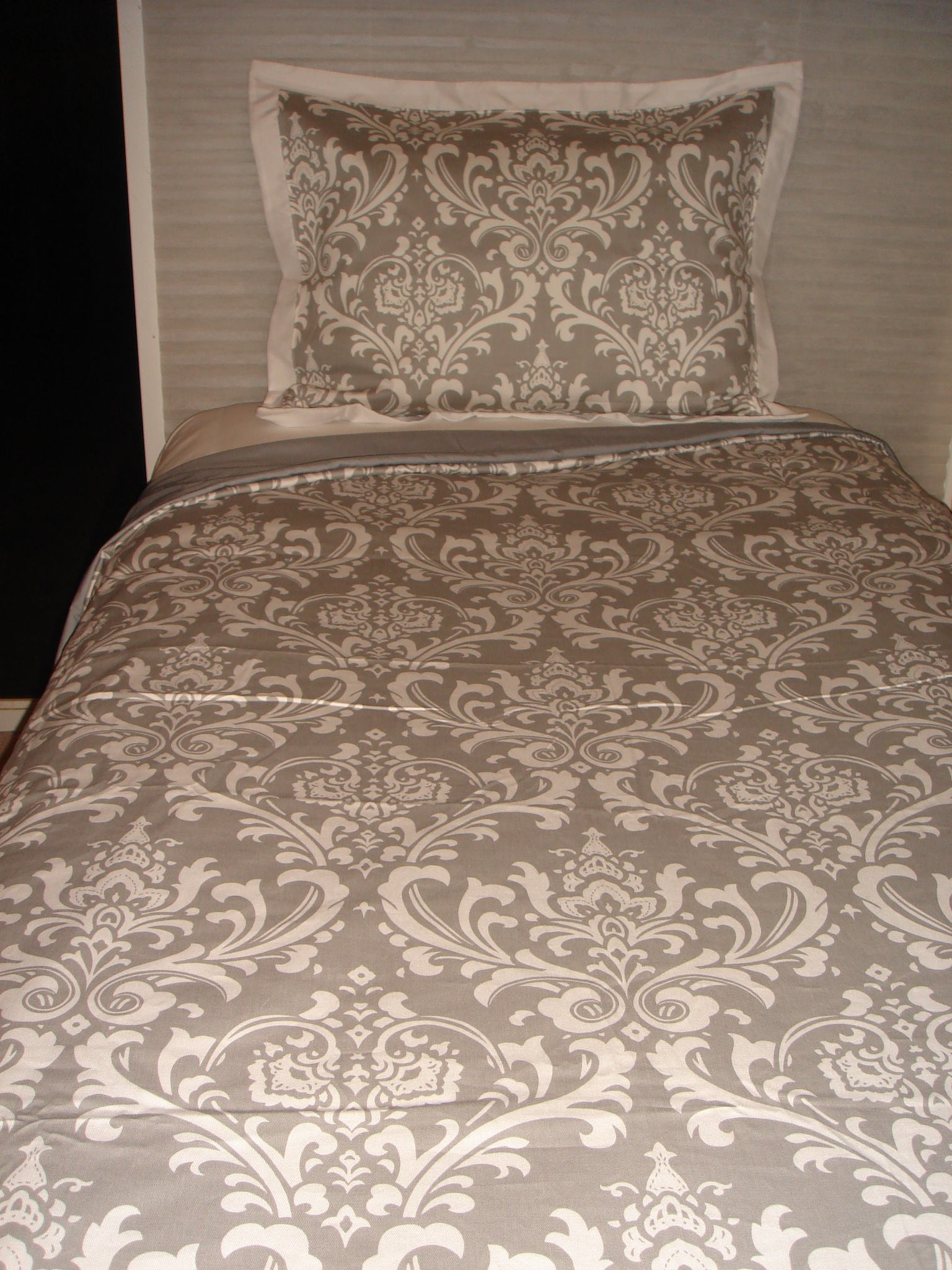 Cozy damask bedding for bed decorating ideas with damask bedding set and damask crib bedding