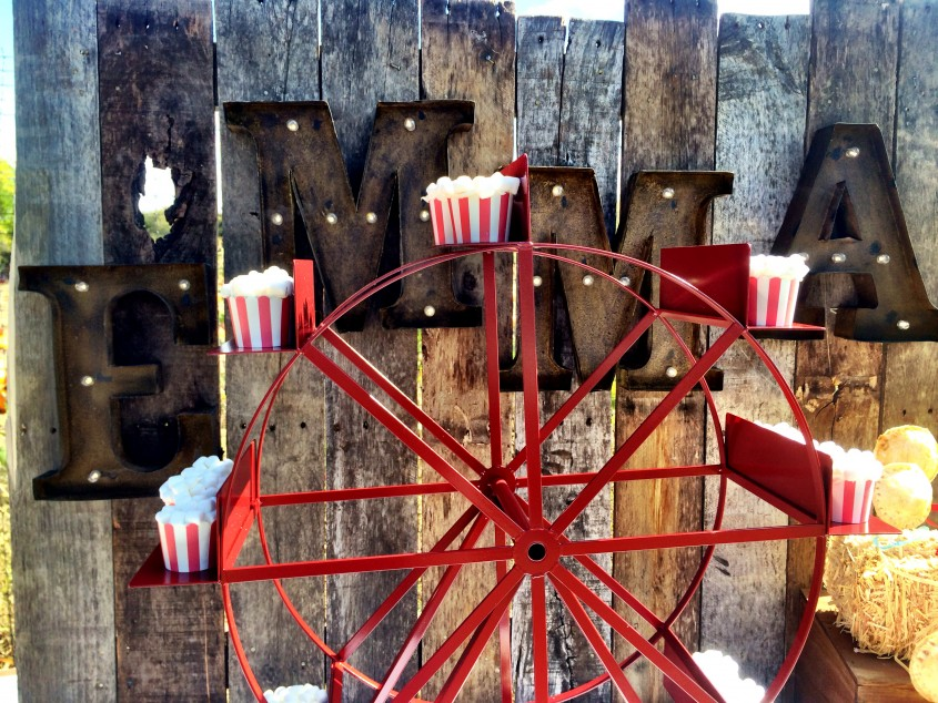 Cozy Ferris Wheel Cupcake Holder For Carnival Party With Ferris Wheel Cupcake Stand