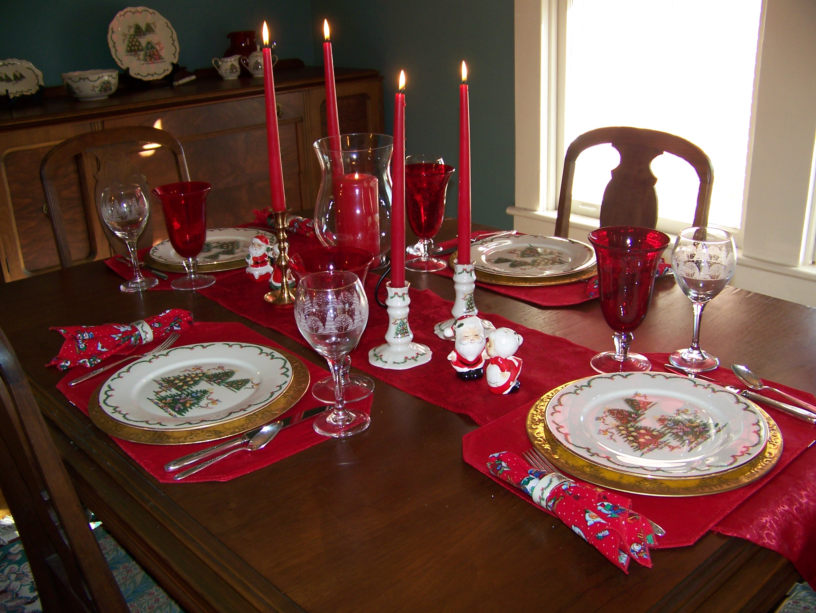 Fancy christmas dinnerware for christmas decorating ideas with christmas dinnerware sets clearance