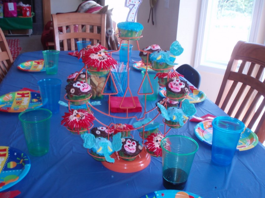 Fantastic Ferris Wheel Cupcake Holder For Carnival Party With Ferris Wheel Cupcake Stand