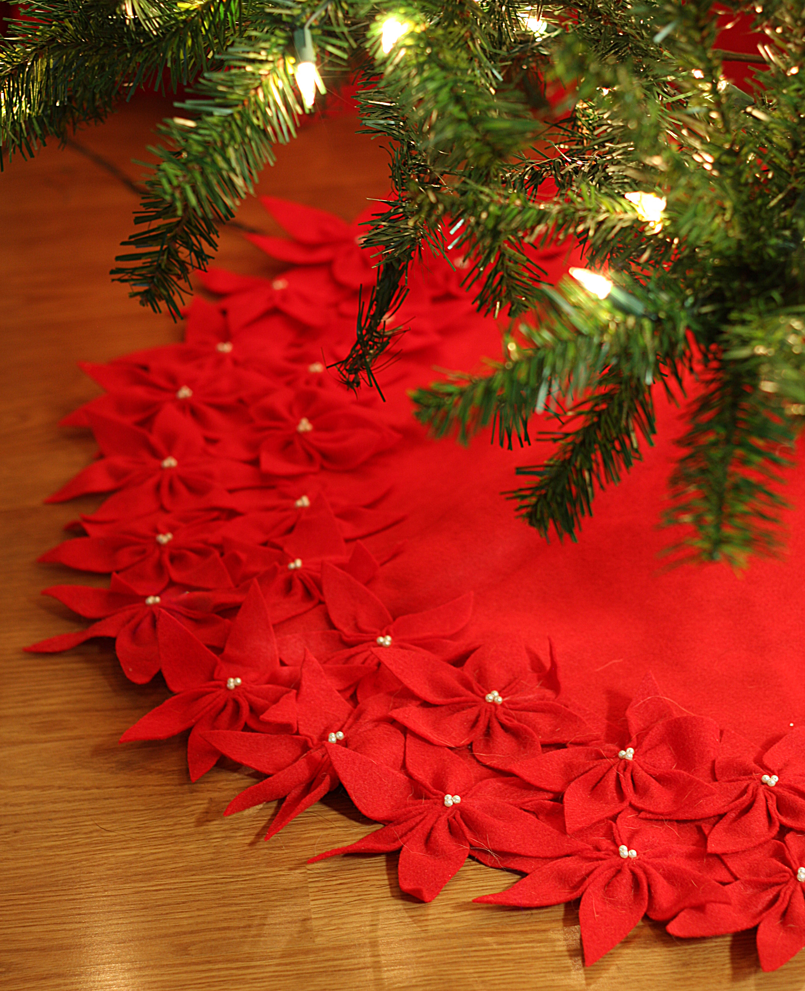 Gorgeous christmas tree skirts for christmas ideas with christmas tree skirt pattern