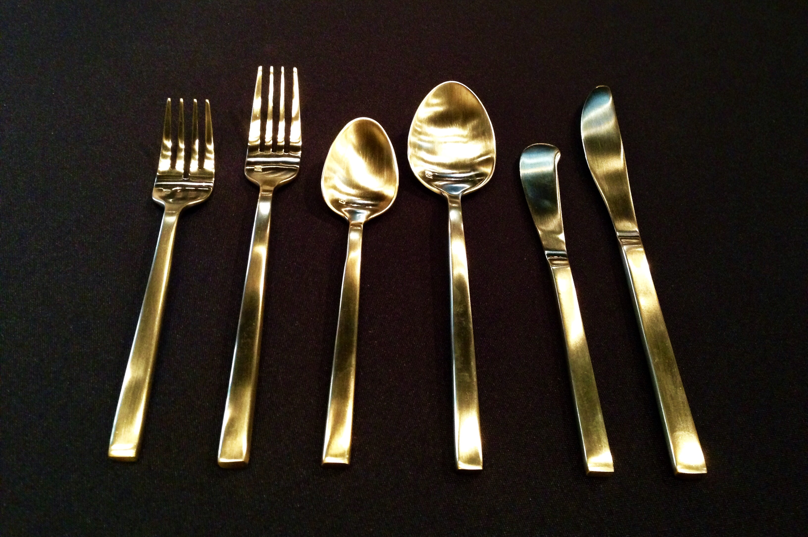Gorgeous gold flatware for kitchen and dining sets ideas with gold flatware set