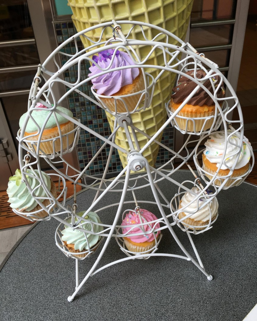 Great Ferris Wheel Cupcake Holder For Carnival Party With Ferris Wheel Cupcake Stand
