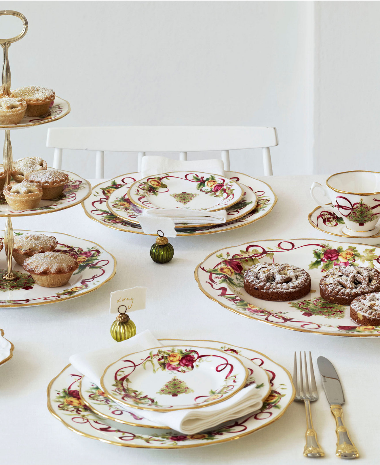 Inspiring christmas dinnerware for christmas decorating ideas with christmas dinnerware sets clearance